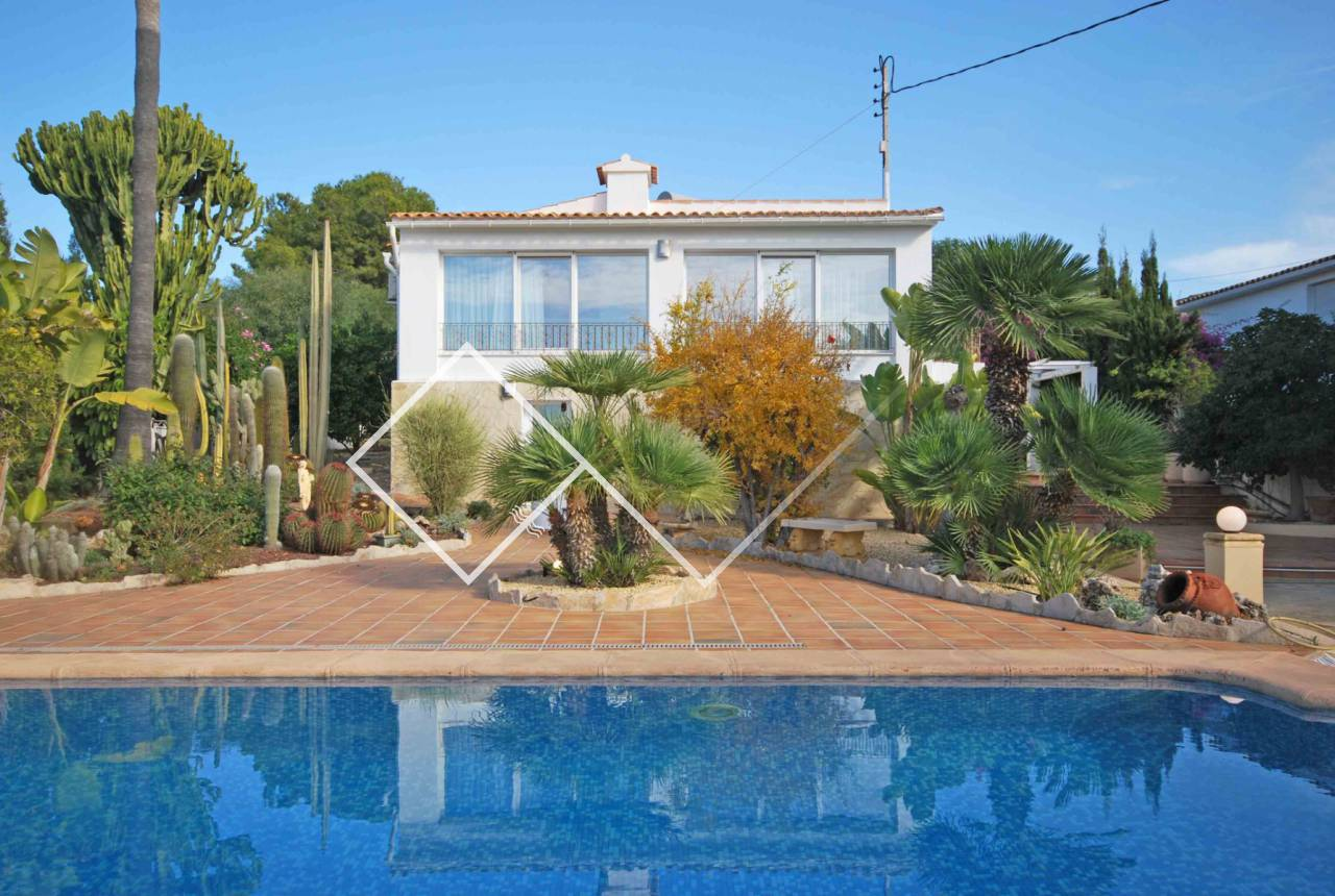 for sale - Renovated villa with nice (sea) views in Benissa