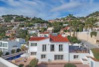 Large villa on hill side - Beautiful villa with sea view for sale in Benimeit, Moraira