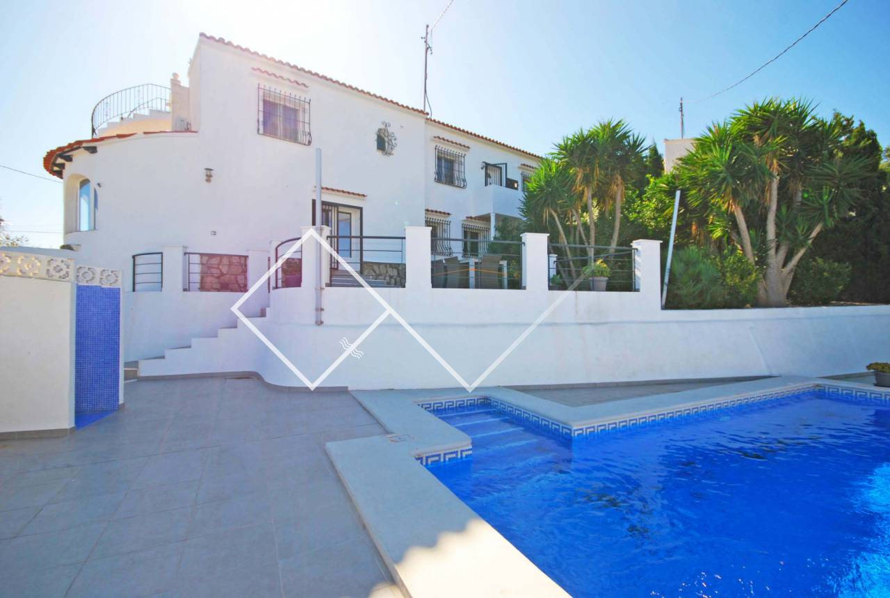 Pool villa - Large Mediterranean style villa with pool for sale in Montemar, Benissa.