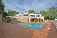 traditional villa pool - Lovely villa for sale in Calpe with great sea views